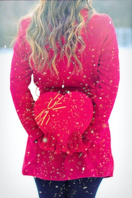 一盒糖果, 冬季, 女人, 心 的 免费素材照片