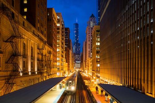 Бесплатное стоковое фото с архитектура, башня, бизнес, вечер