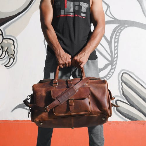 adam, aşındırmak, bagaj, çanta içeren Ücretsiz stok fotoğraf