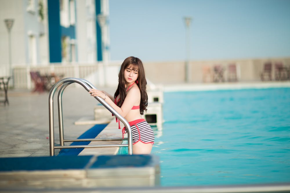 Young Brunette Girl Diving Swimming Pool 1