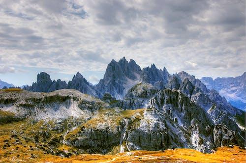 Бесплатное стоковое фото с восходить, гора, горный пик, дневной свет