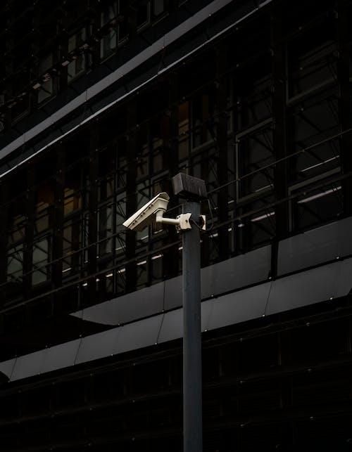 Gratis stockfoto met architectuur, bedrijf, beveiliging, beveiligingscamera