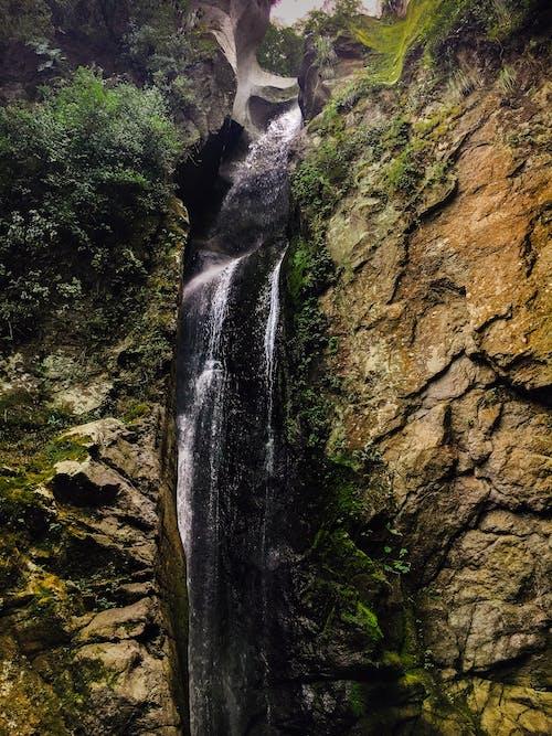 Kostenloses Stock Foto zu felsen, natur, wasser, wasserfall