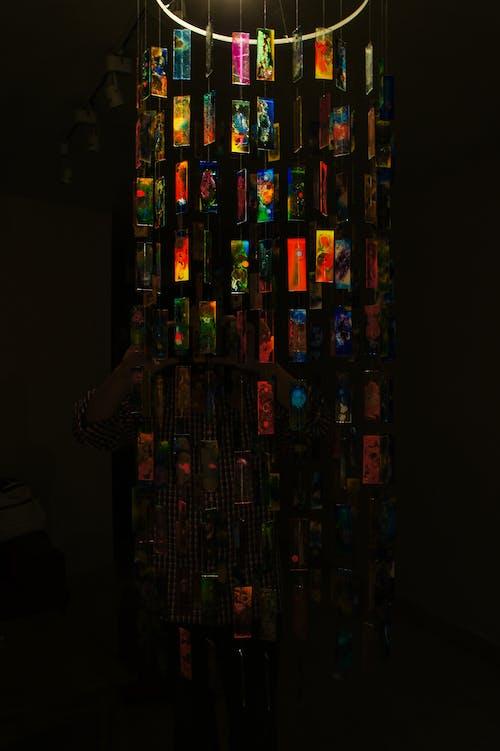 Kostenloses Stock Foto zu abstrakt, ausstellung, farben, glas
