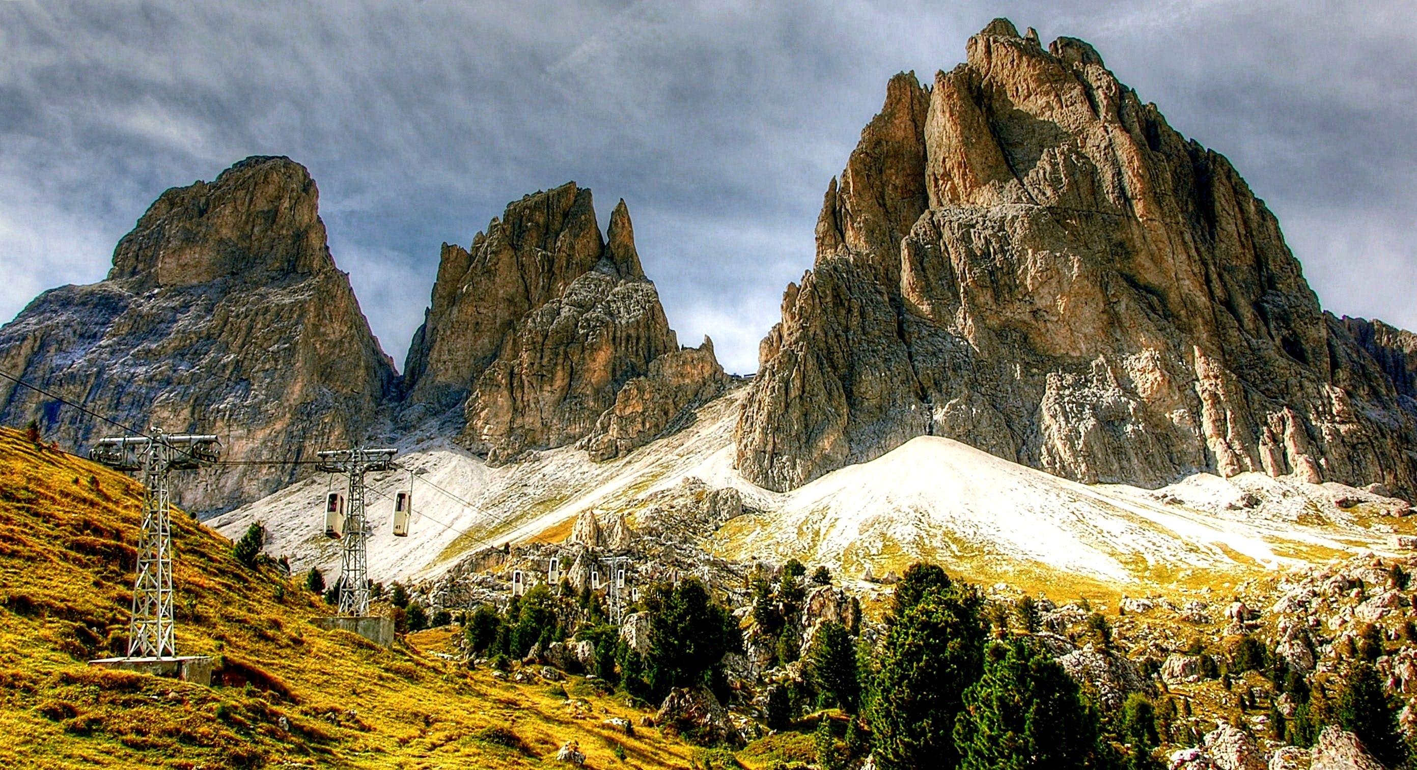 Gratis lagerfoto af bjerge, dagslys, fyrretræer, idyllisk