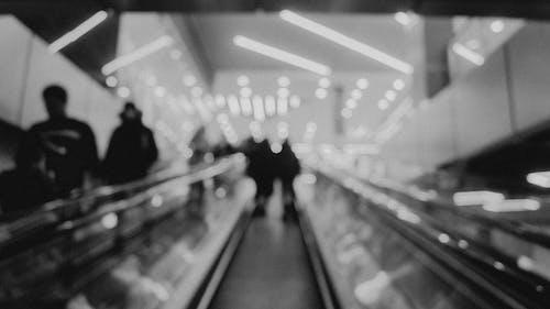 Безкоштовне стокове фото на тему «боке, ескалатор, люди, розмиття»