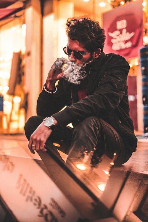 Ảnh lưu trữ miễn phí về ca sĩ, Đàn ông, đường phố, hút thuốc