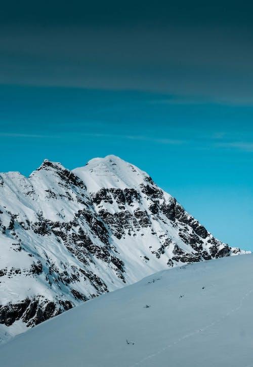 Foto d'estoc gratuïta de a l'aire lliure, alt, aventura, cel