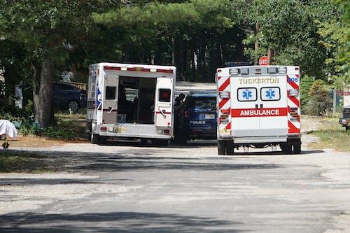 Fotobanka sbezplatnými fotkami na tému ambulancia, cesta, deň
