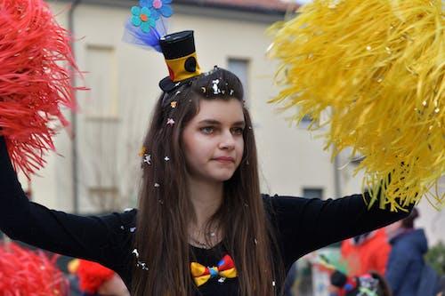 genç bayan, italyan kız, karnaval, pon pon kız içeren Ücretsiz stok fotoğraf