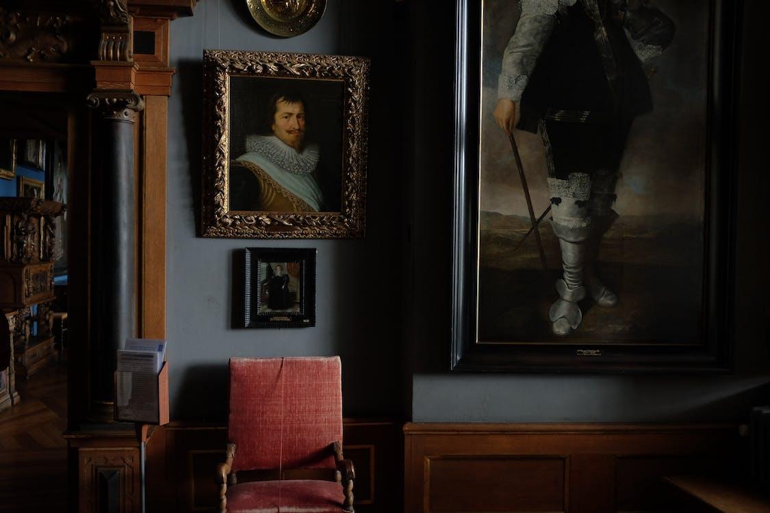 Gemälde Hängen An Der Blauen Museumswand