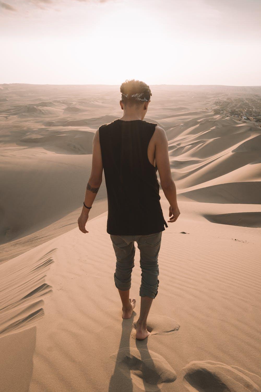 Man walking on the desert. | Photo: Pexels