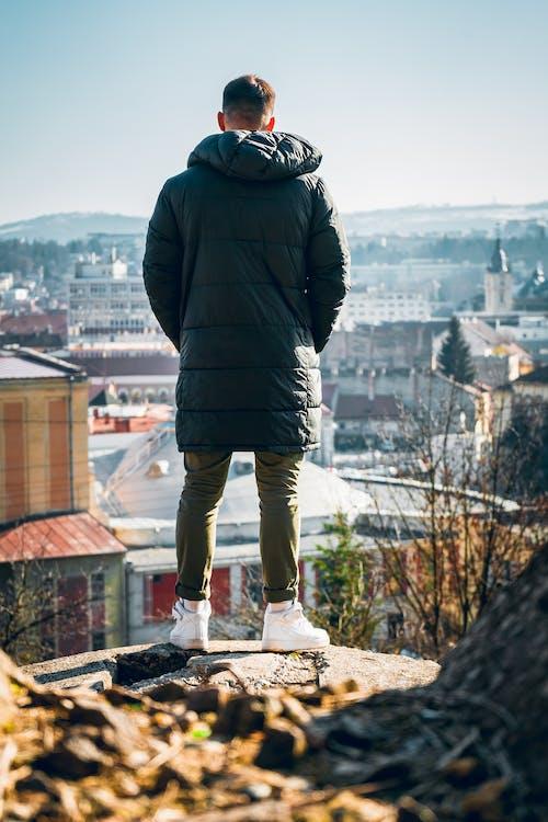 Fotos de stock gratuitas de adulto, al aire libre, chaqueta, cielo