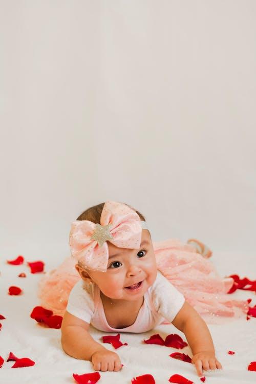 Bebê Em Vestido Floral Branco