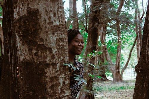 Безкоштовне стокове фото на тему «Африка, Африканський, вродлива дівчина, дерева»