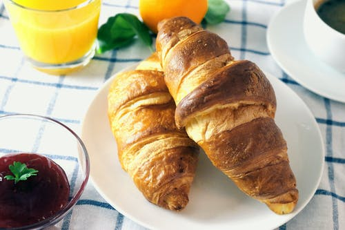 Kostnadsfri bild av apelsinjuice, croissant, marmelad, mat