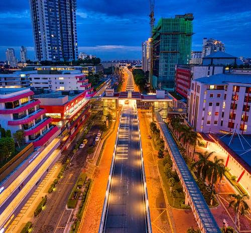 Gratis lagerfoto af belyst, by, bygninger