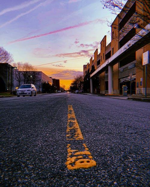 Fotobanka sbezplatnými fotkami na tému cesta, čiary, dochádzajúci, dochádzať