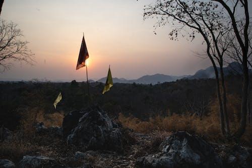 Fotos de stock gratuitas de banderas, brumoso, Kanchanaburi, montañas