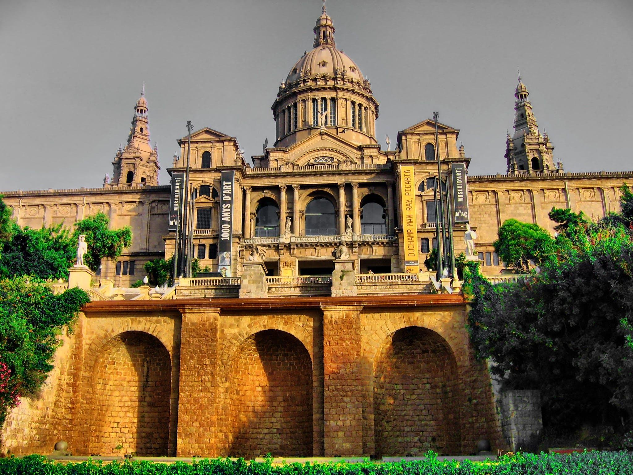 Kostenloses Stock Foto zu architektur, barcelona, bekannt, bögen