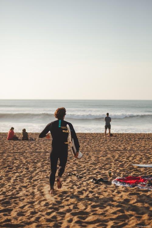 남자, 레저, 모래, 바다의 무료 스톡 사진