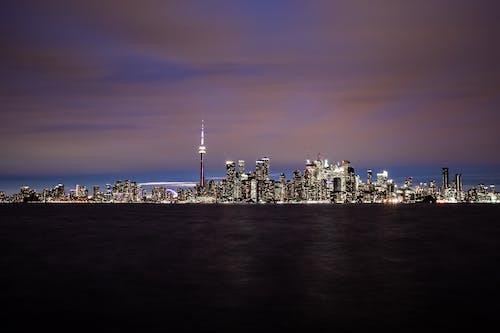 Gratis lagerfoto af aften, by, bygninger, bylandskab