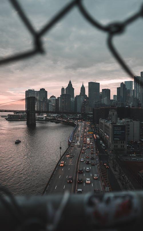 Stadtskyline Unter Bewölktem Himmel