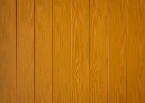 棕色木牆與白漆