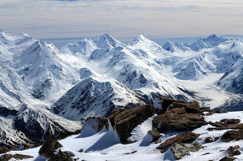 Δωρεάν στοκ φωτογραφιών με αναρρίχηση, βουνά, βουνό, βουνοκορφή