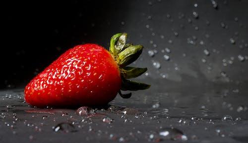 Imagine de stoc gratuită din adâncime de câmp, apă, boabe, căpșună