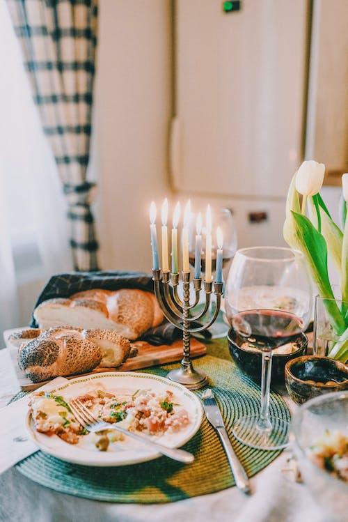 Gratis stockfoto met avondeten, bestek, binnen, binnenshuis