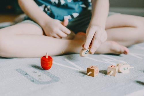 Kostnadsfri bild av barn, dreidel, fritid, hand