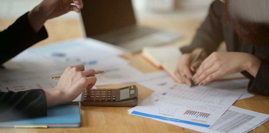 Bookkeeper shares 4 tips to help small business owners manage their books