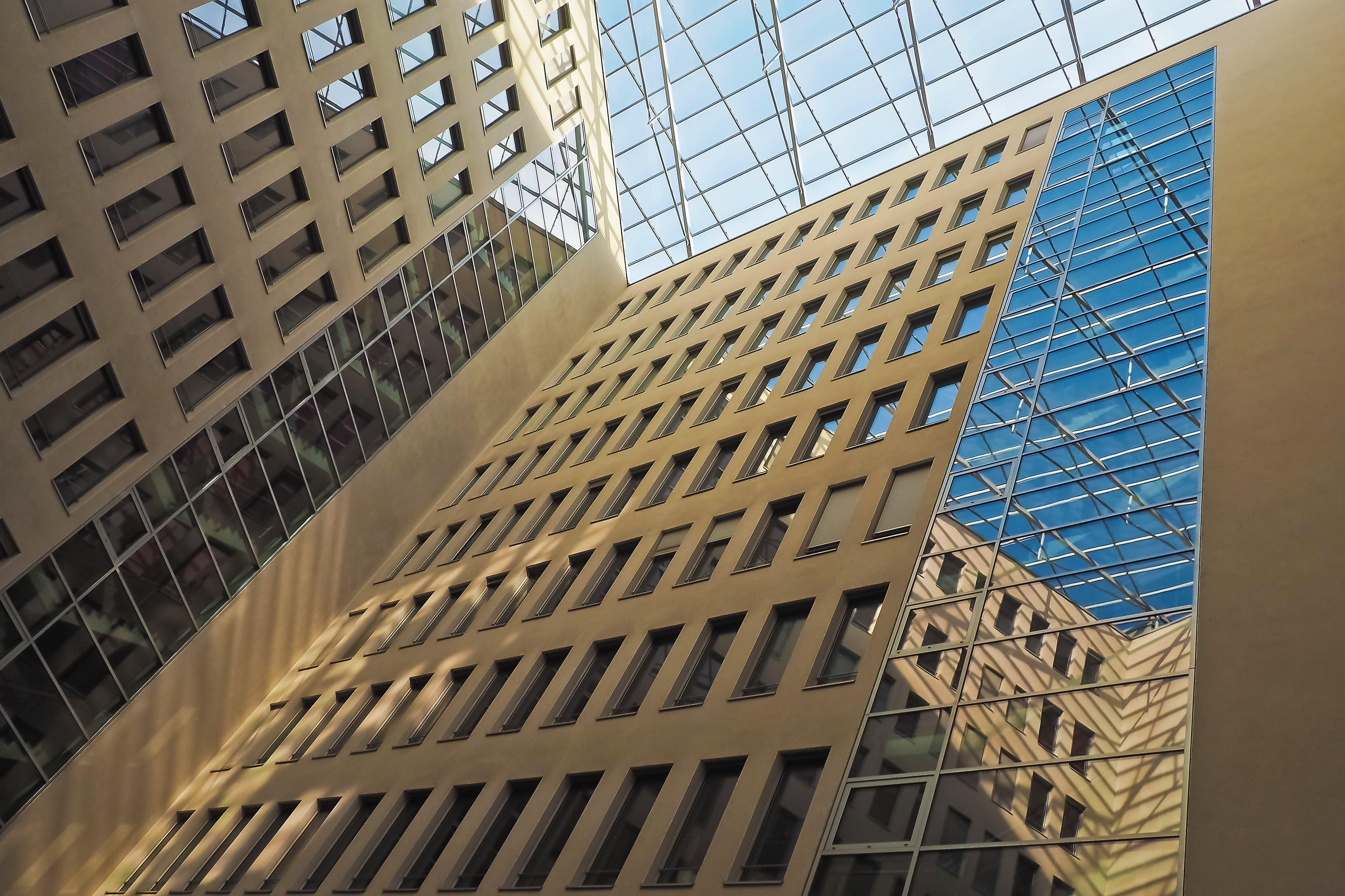 Ingyenes stockfotó alacsony szögű felvétel, építészet, épület, felhőkarcoló témában