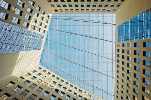 bakış açısı, bina, cam pencereler, camlar içeren Ücretsiz stok fotoğraf