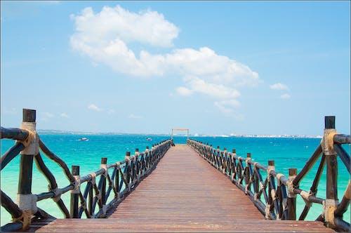 ahşap iskele, boş zaman, çit, deniz içeren Ücretsiz stok fotoğraf