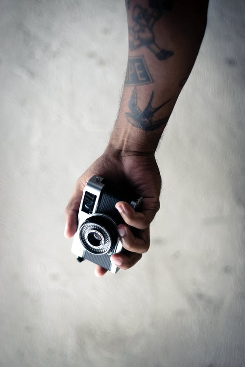 Kostenloses Stock Foto zu festhalten, halten, hand, kamera