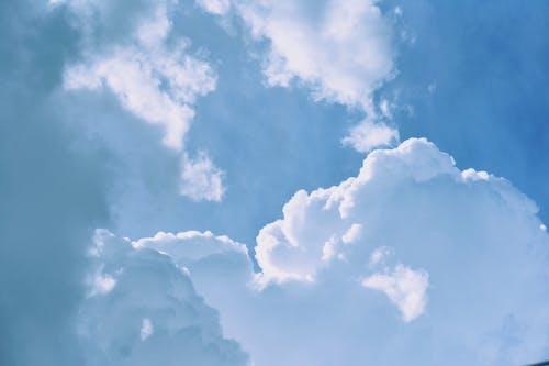 Gratis arkivbilde med atmosfære, blå himmel, dagslys, høy