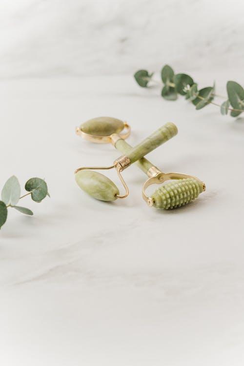 Photos gratuites de jade, massage du visage, rouleau de jade, zero gaspillage