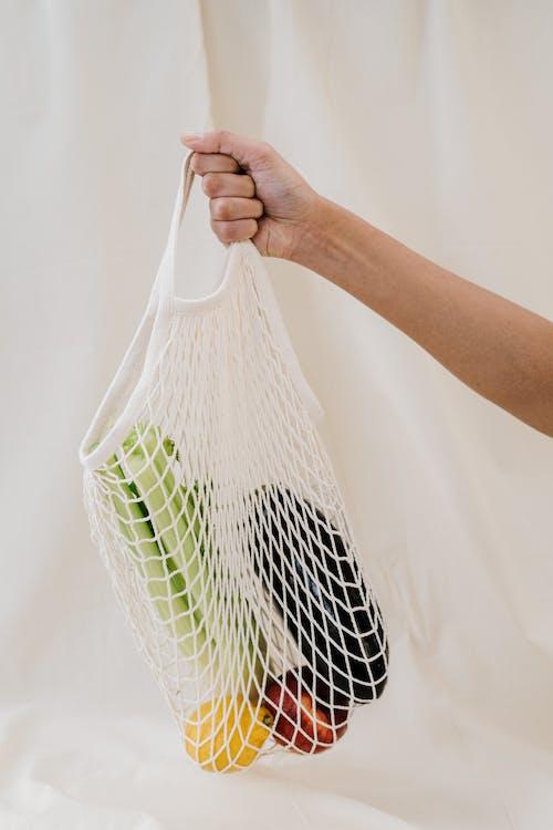 Immagine gratuita di borsa, mano, negozio di generi alimentari, riutilizzabile