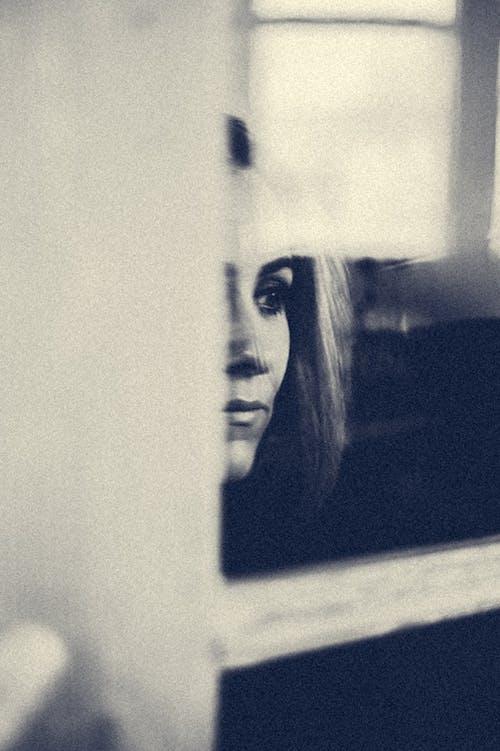 Immagine gratuita di bianco e nero, biondo, bw, donna