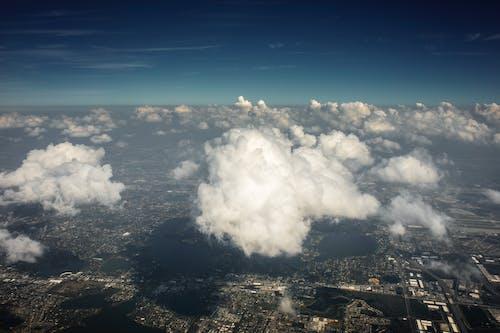 Foto d'estoc gratuïta de avió, cel, cúmuls, inflat