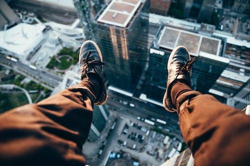 Foto d'estoc gratuïta de adrenalina, adult, calçat, cames