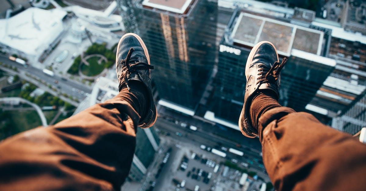 фото прыжок с крыши клиновидный каблук