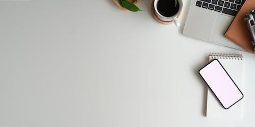 Kostnadsfri bild av anteckningsbok, arbete, arbetsplats, arbetssätt