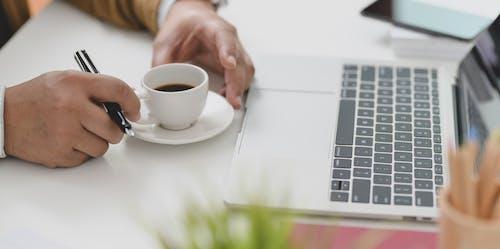 Ingyenes stockfotó asztal, beltéri, billentyűzet, csésze témában