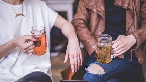 Ilmainen kuvapankkikuva tunnisteilla alkoholijuomat, cocktail, juomat, Mukit