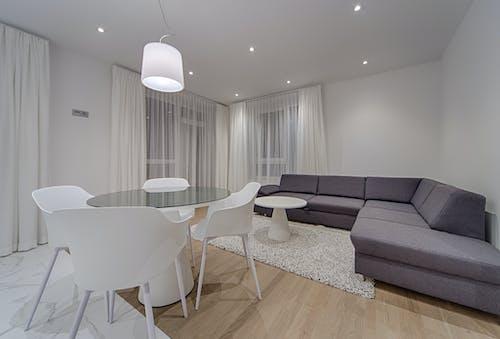 Foto profissional grátis de abajur, aconchego, apartamento, assento