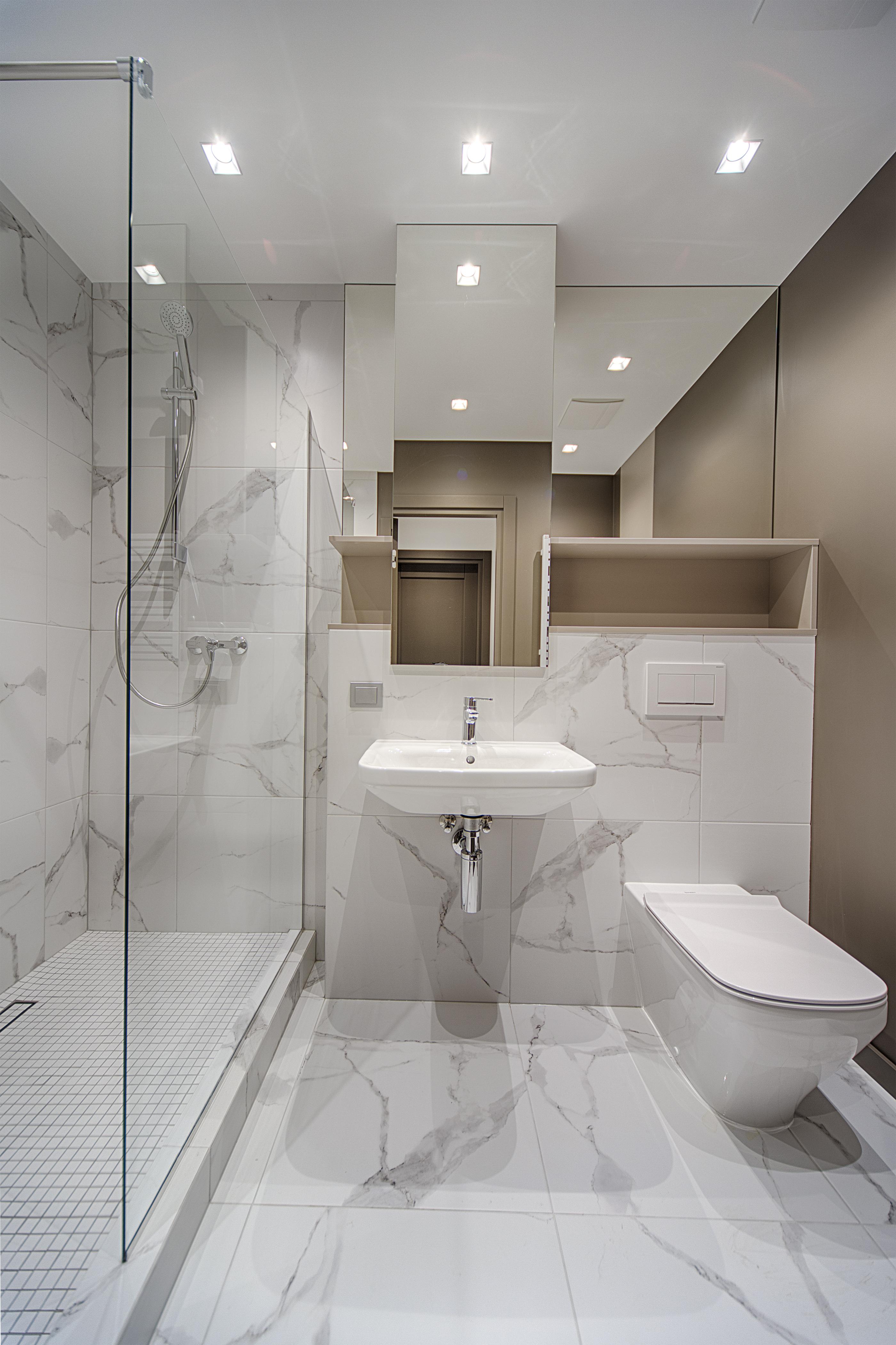 Canaletas de agua en la ducha
