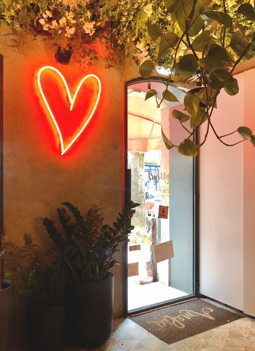 Foto stok gratis Arsitektur, bentuk hati, cahaya, cahaya terang
